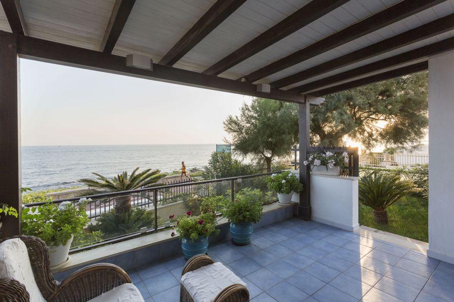 Casa Vacanza Con Veranda A Marina Di Ragusa Sicilia